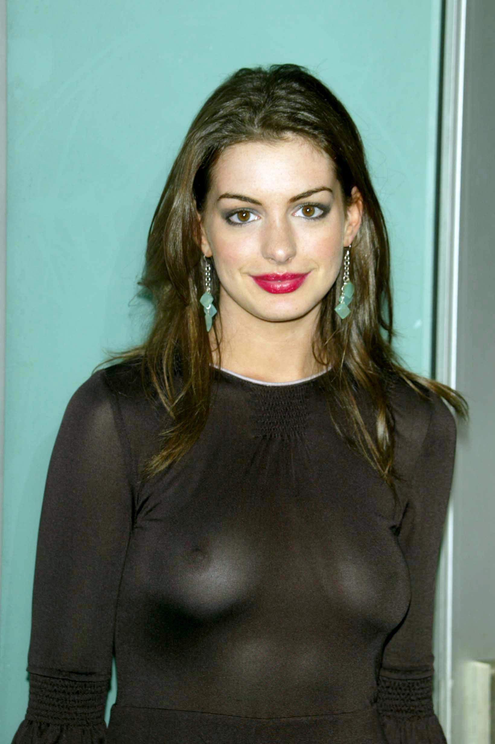 Anne Hathaway Not Wearing Bra  Celebrity Headlights-7452